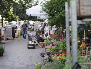 Straßenszene Schanzenviertel; Schulterblatt Blumengeschäft Grüne Flora