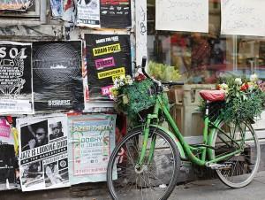 Straßenszene Schanzenviertel; Schulterblatt Plattenladen