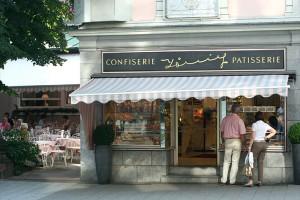 Café König, ein Kaffeehaus in Baden-Baden mit 2 möglichen Kunden
