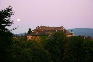 Mond über dem Neuen Schloss in Baden-Baden