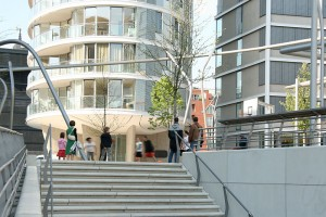 urbanes treiben auf dem Vasco da Gama Platz in Hamburg